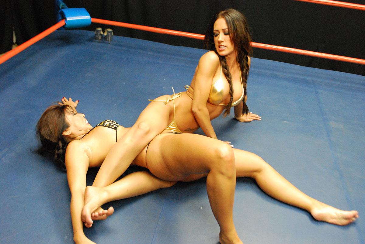 wrestling catfight erotic woman: