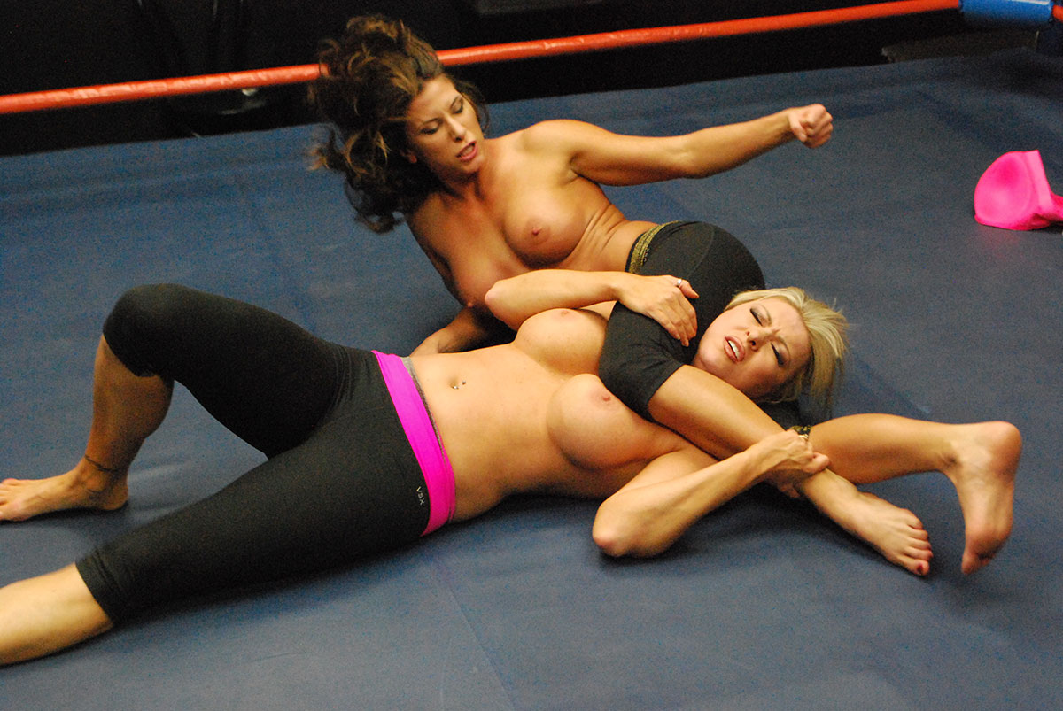 gorgeous-boxing-girls-grappling