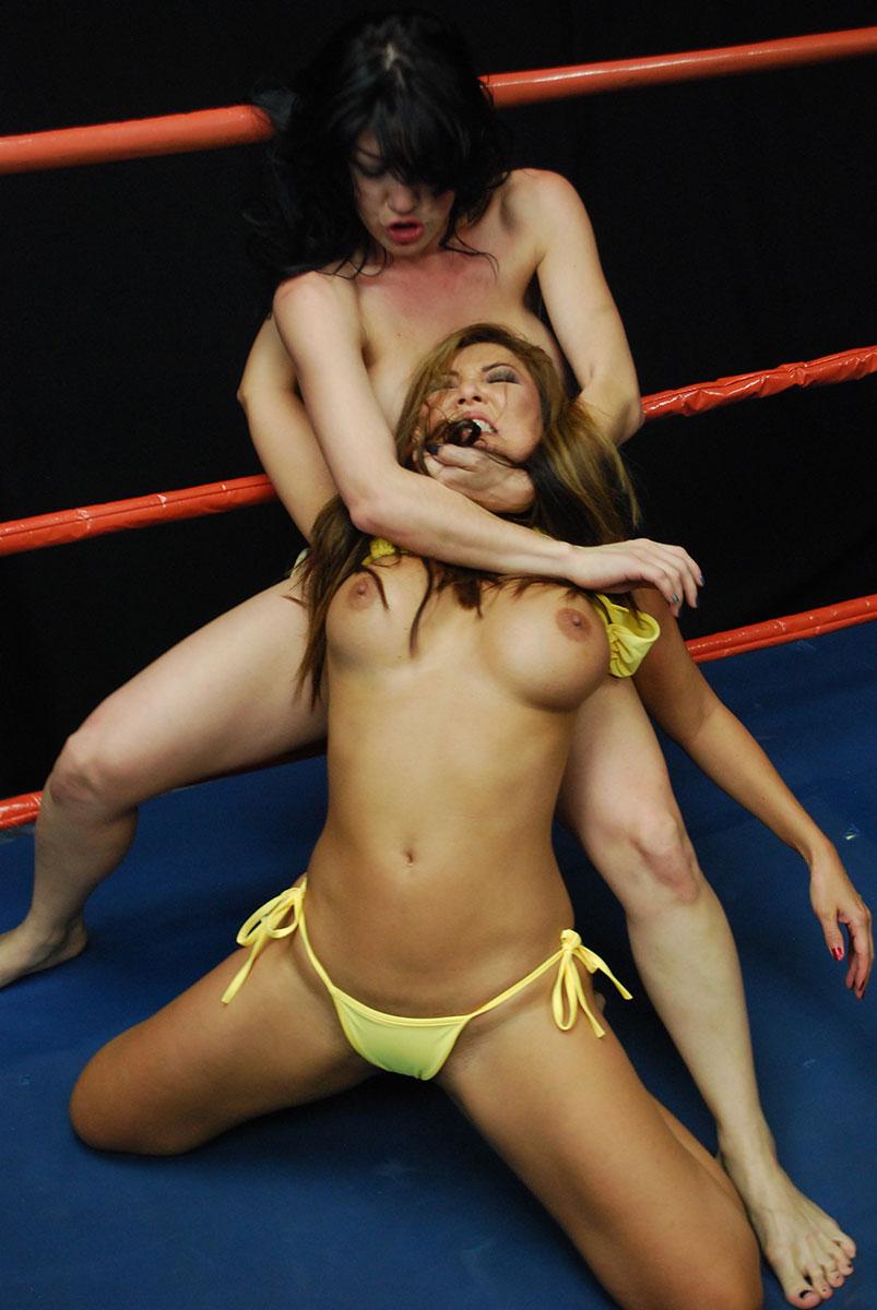 Порно борьба топлес