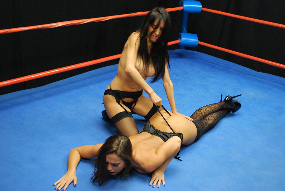 strip-naked-girl-wrestling