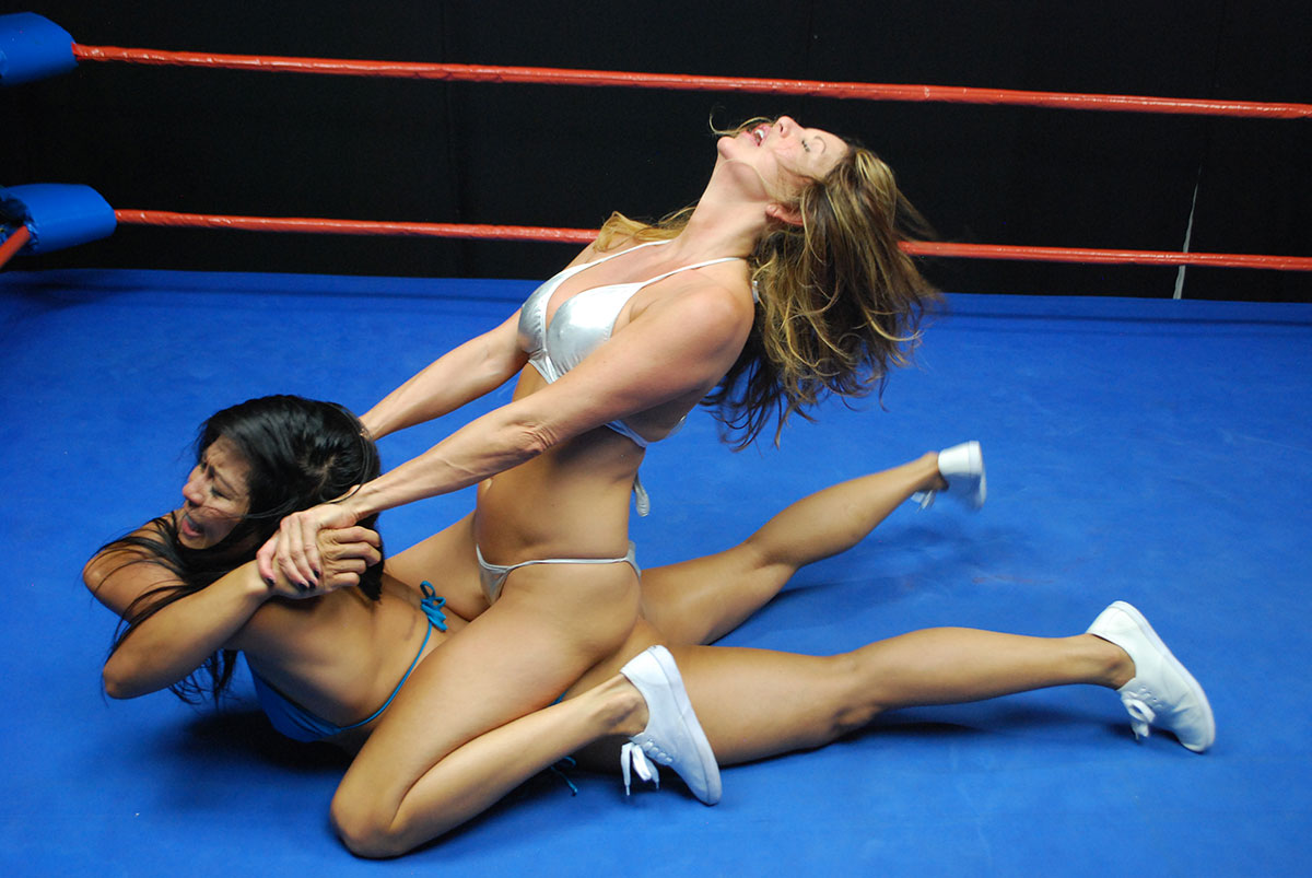 woman wrestling nude Fight