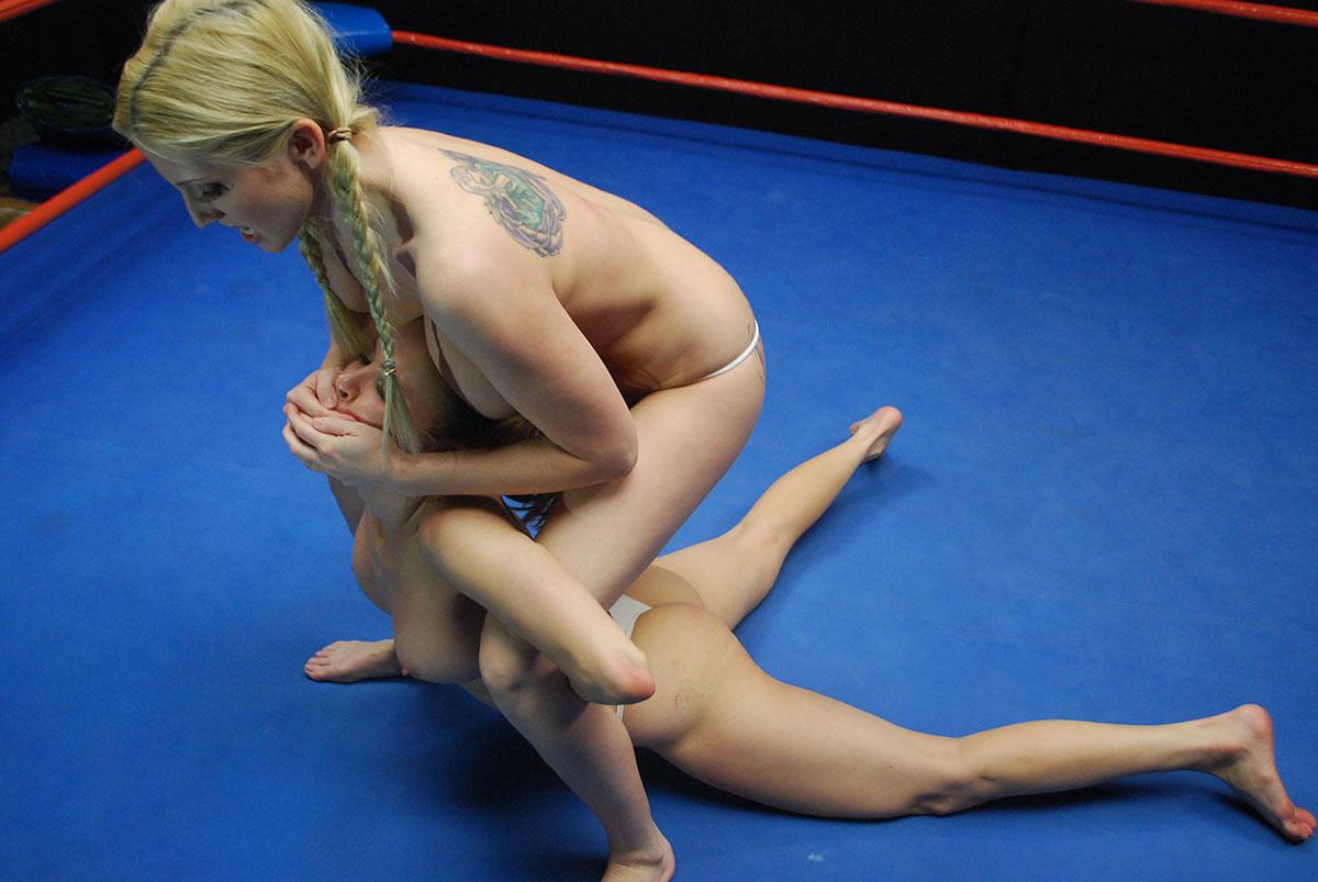 Ženska rokoborba - Mačji boji - Topless boks - Golo borbo-1436