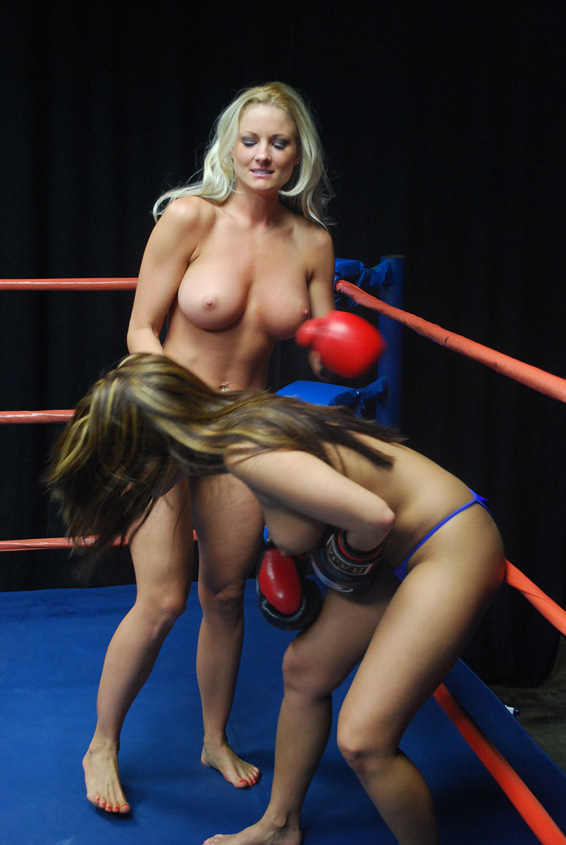 Topless female boxing in germany — photo 12