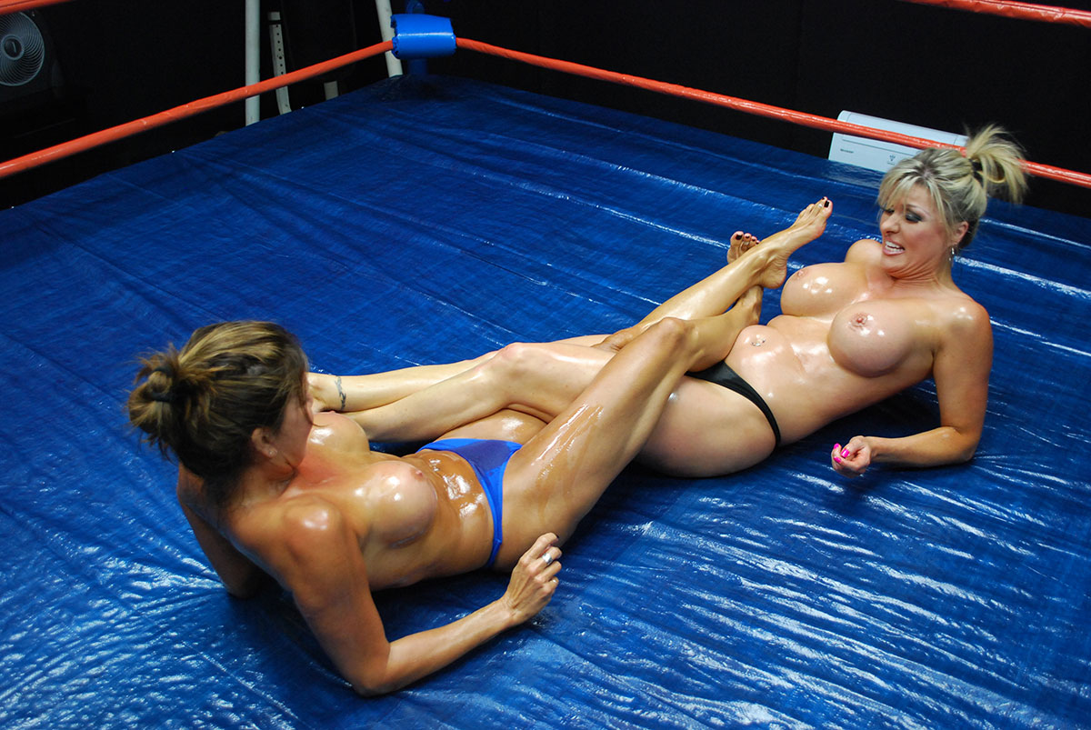 womens-nude-oil-wrestling