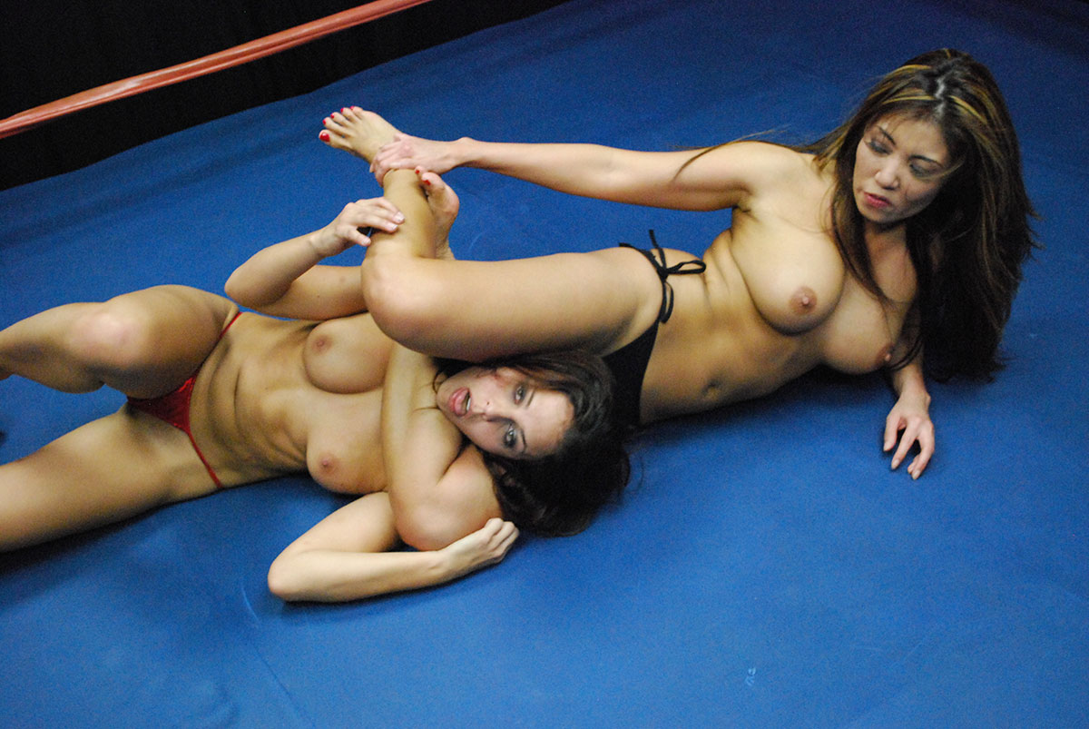 wrestling-chicks-nude